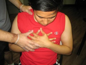 the signs of a heart attack can be observed by others while its symptoms are exclusively experienced by the person actually having the heart attack.